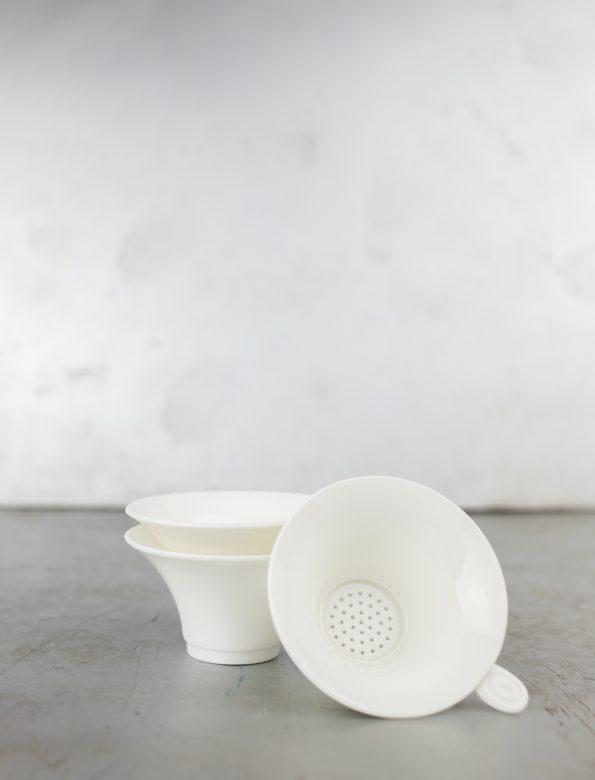 Tea strainer – Ceramic, white