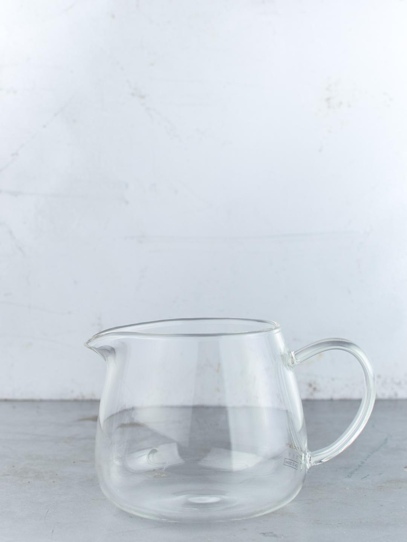Üveg tea kiöntő