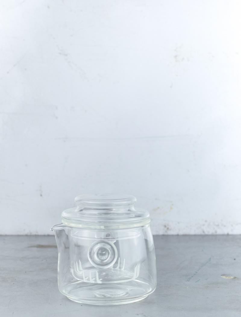 Handy glass teapot