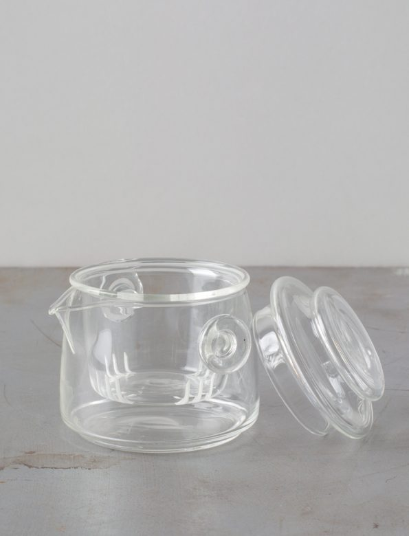 Handy glass teapot