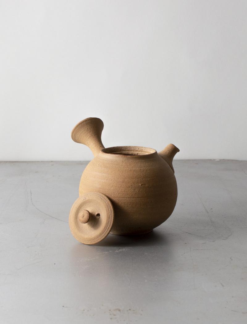 Yokode clay teapot by Inge Nielsen